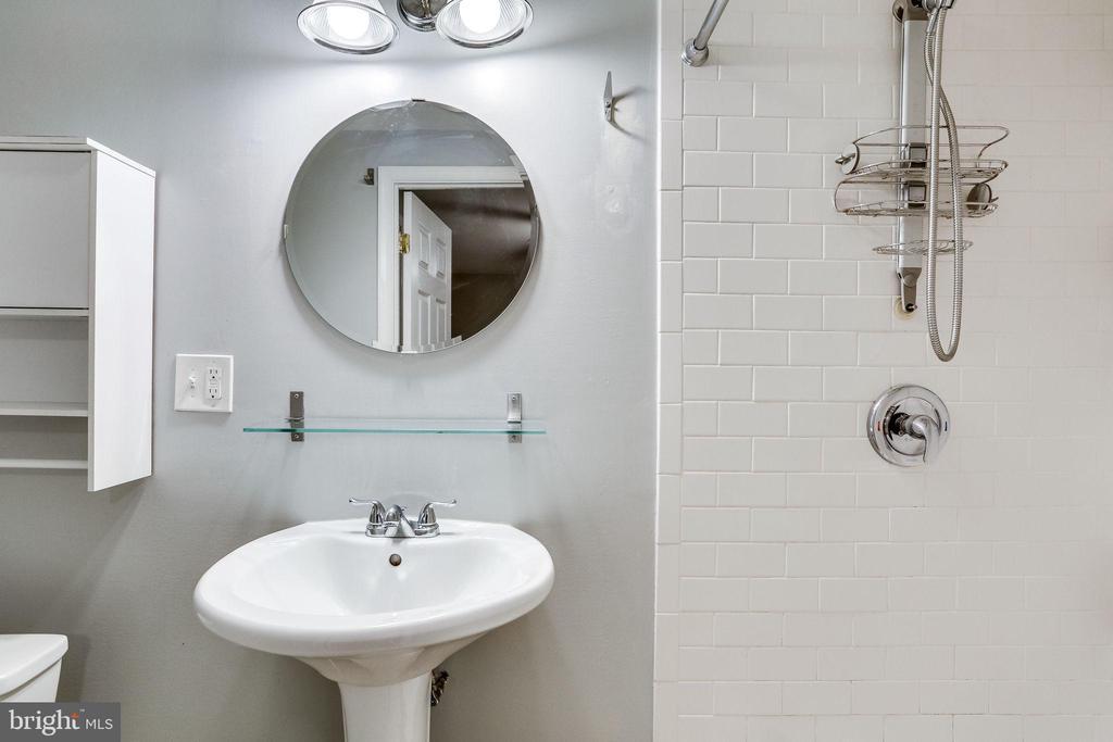 Basement Full Bath - 1544 8TH ST NW, WASHINGTON