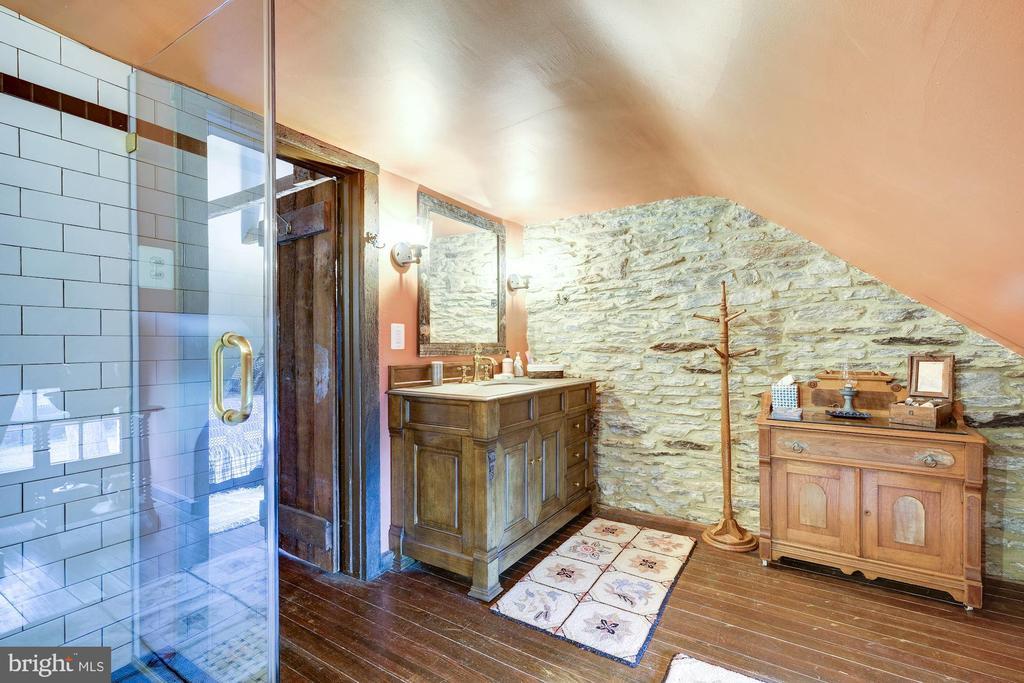 Cottage Bath - 13032 HIGHLAND RD, HIGHLAND