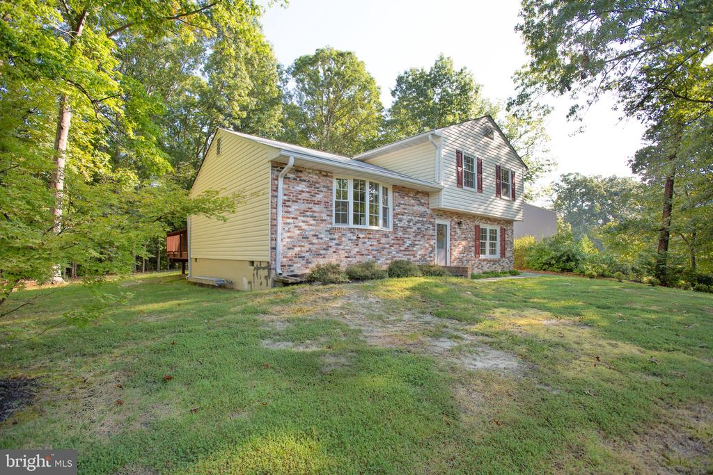 Room to play in both front and backyard. - 4 EDGEWOOD CIR, FREDERICKSBURG