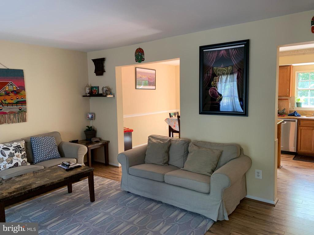 Living room / view one - 14928 AMPSTEAD CT, CENTREVILLE
