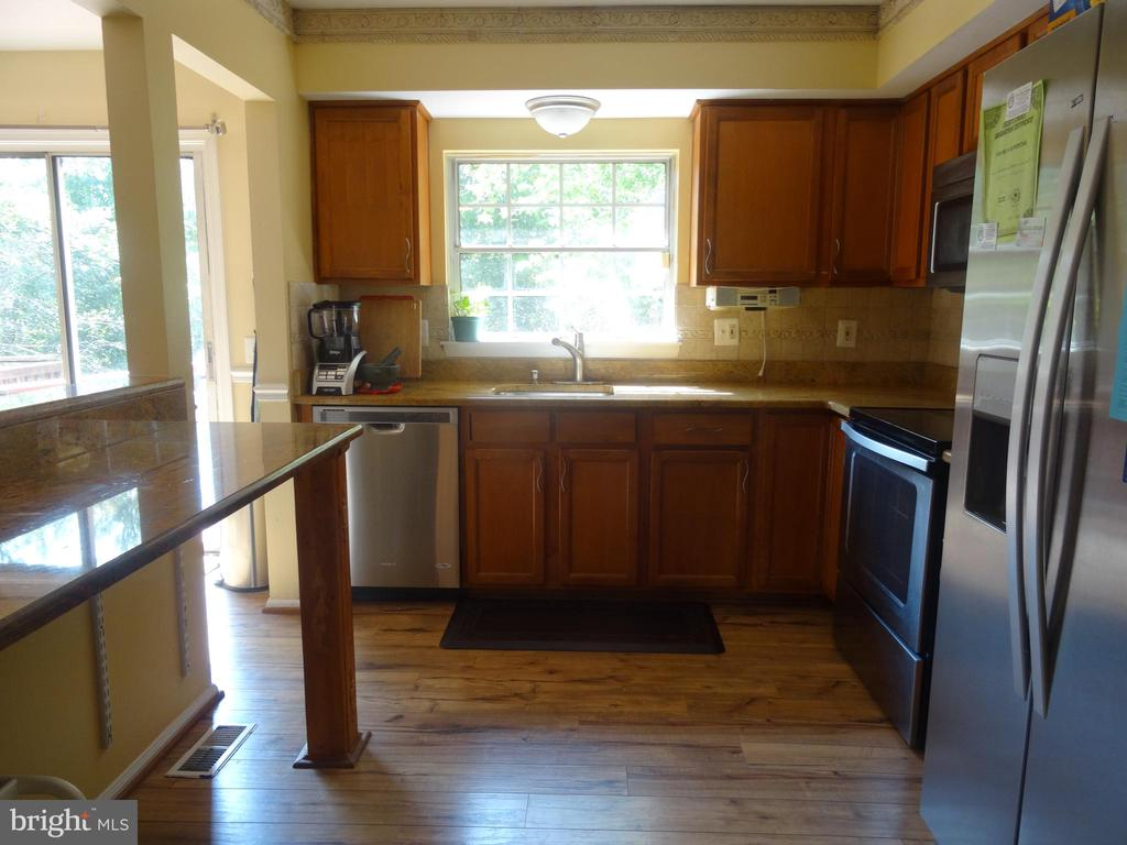 Kitchen / view one - 14928 AMPSTEAD CT, CENTREVILLE