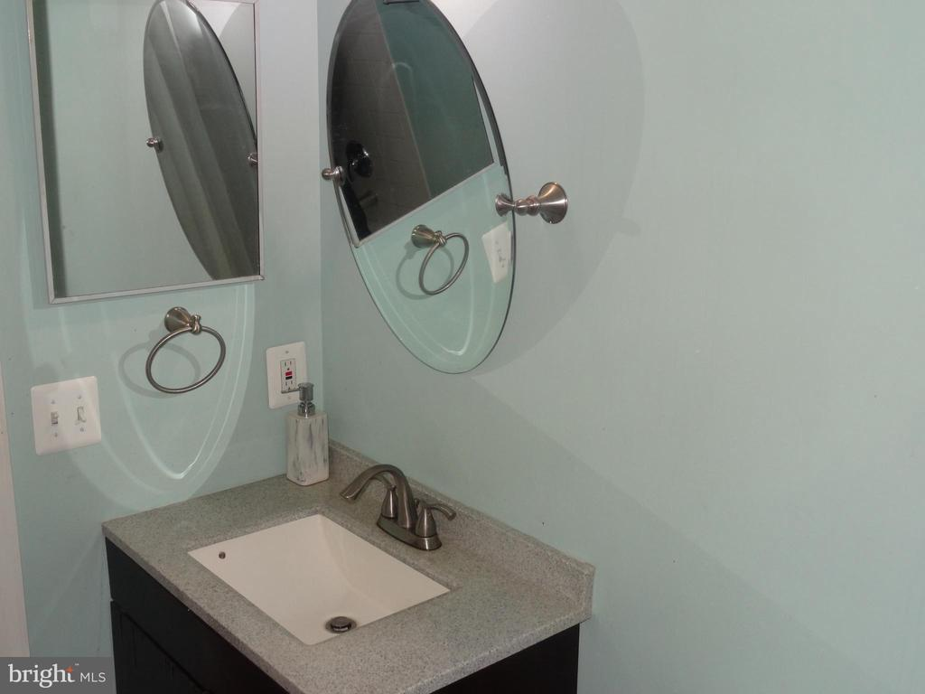 Basement full bathroom / view two - 14928 AMPSTEAD CT, CENTREVILLE