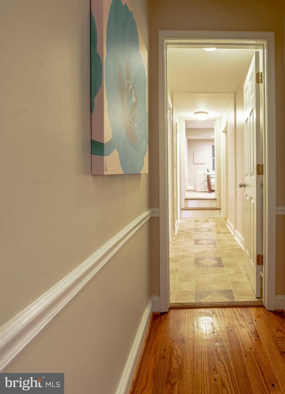 Hallway Main Level - 7325 AUBURN ST, ANNANDALE