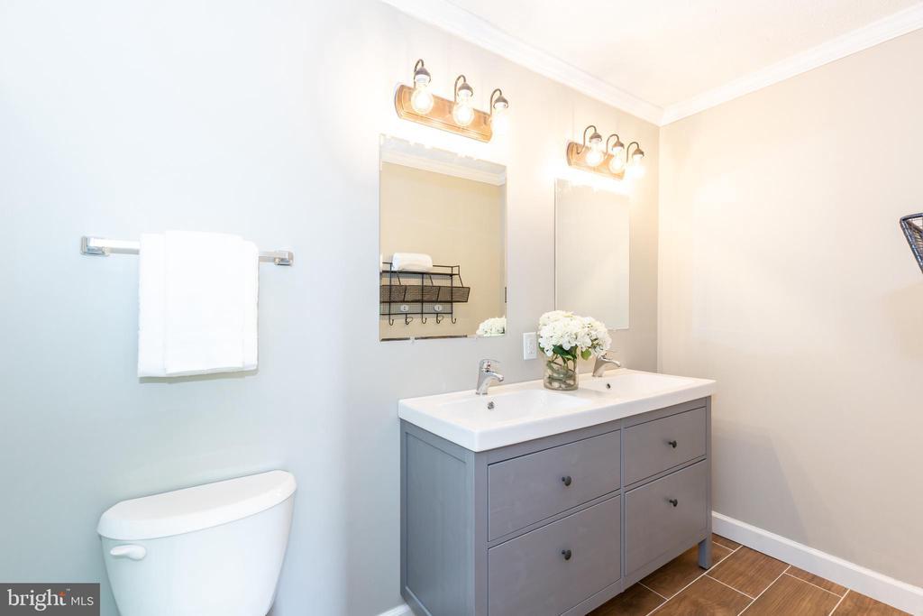 Master Bathroom - 670 TAMMY TER SE, LEESBURG