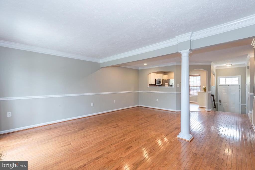 Dining/Living Combo w/ Gas Fireplace - 670 TAMMY TER SE, LEESBURG
