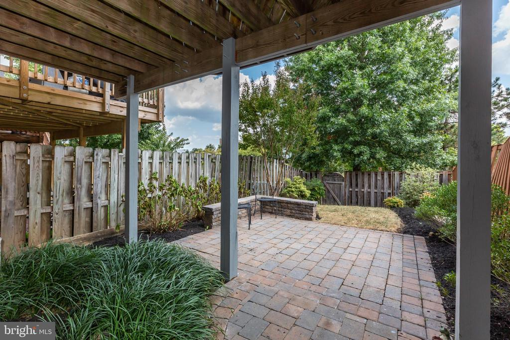 Paver Patio and Fenced Backyard - 670 TAMMY TER SE, LEESBURG