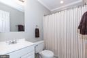 Upstairs Hallway Full Bathroom - 670 TAMMY TER SE, LEESBURG