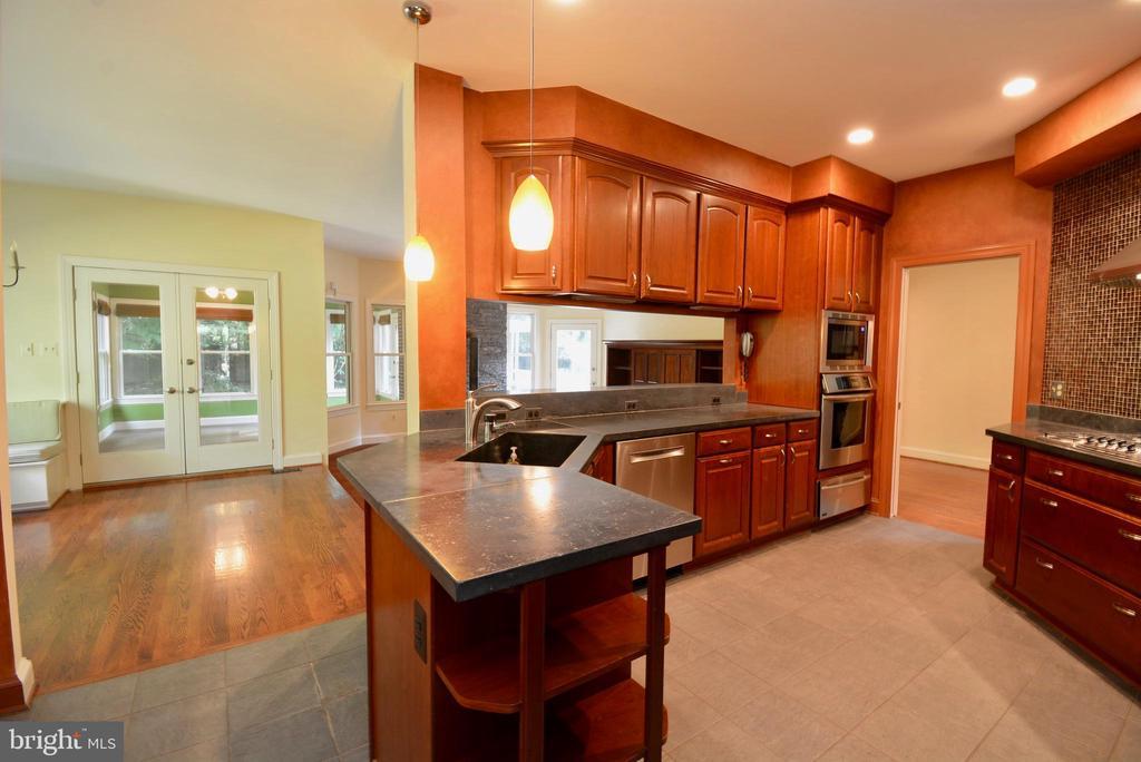 Kitchen - 6013 CHAPMAN RD, LORTON