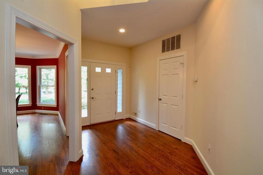 Entry / Foyer - 6013 CHAPMAN RD, LORTON