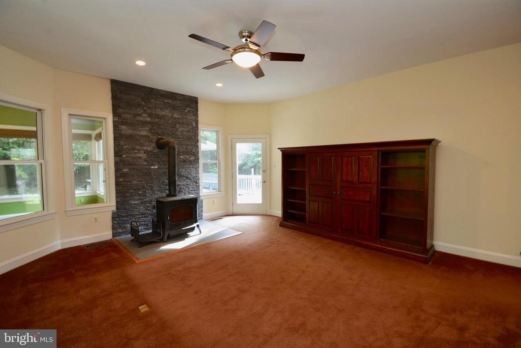 Family Room has Wood Stove - 6013 CHAPMAN RD, LORTON