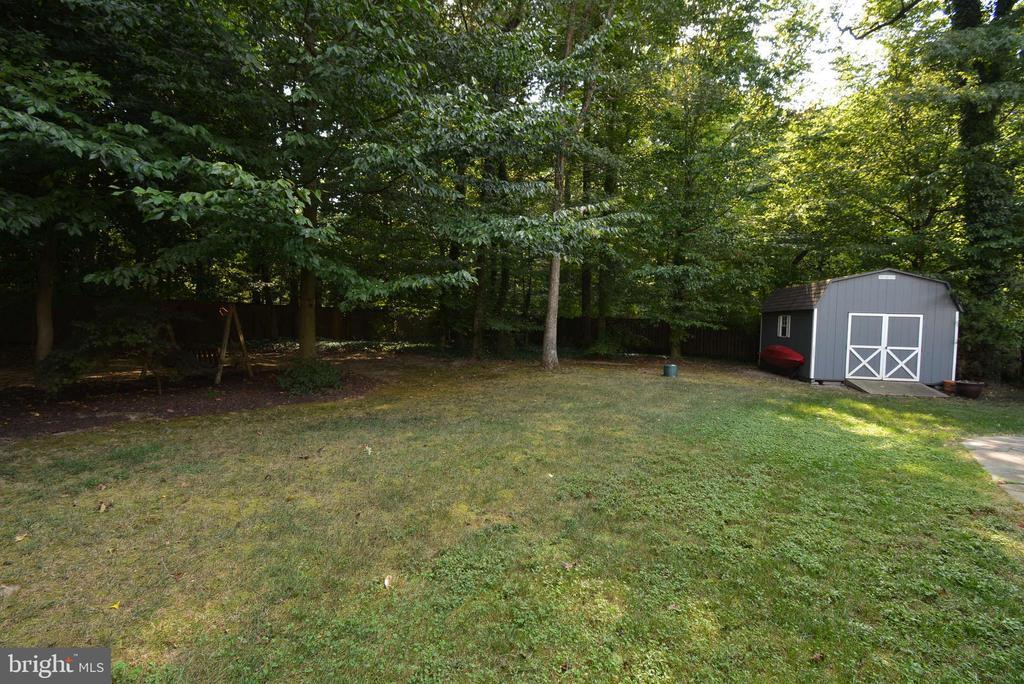 Fenced Backyard, Storage Shed - 6013 CHAPMAN RD, LORTON