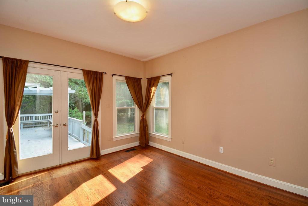 Main Level Bedroom / Bonus Room - 6013 CHAPMAN RD, LORTON