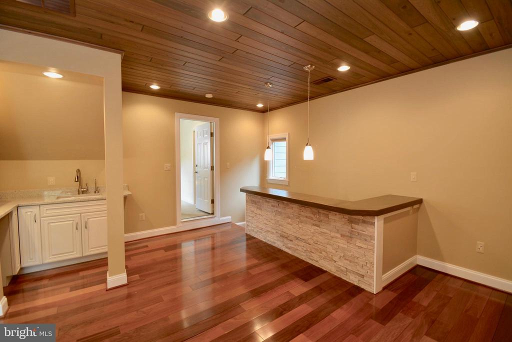 Separate Entrance to In Law Suite - 6013 CHAPMAN RD, LORTON