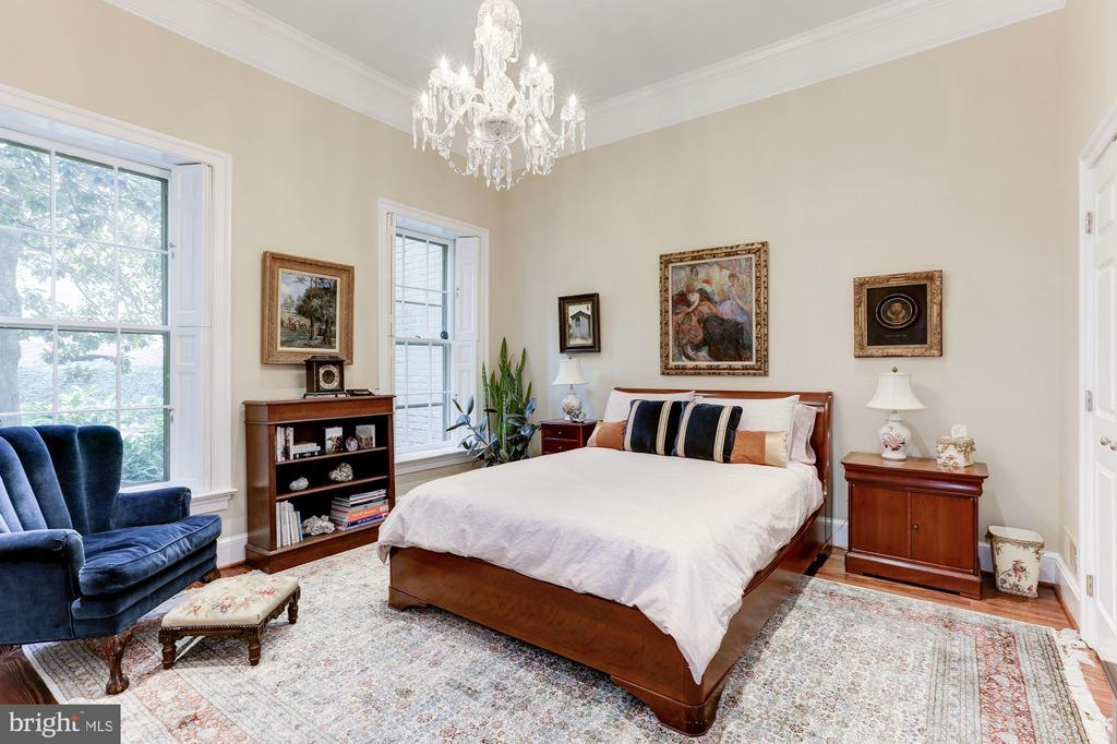 Spacious 2nd Master suite - 702 PRINCE ST, ALEXANDRIA