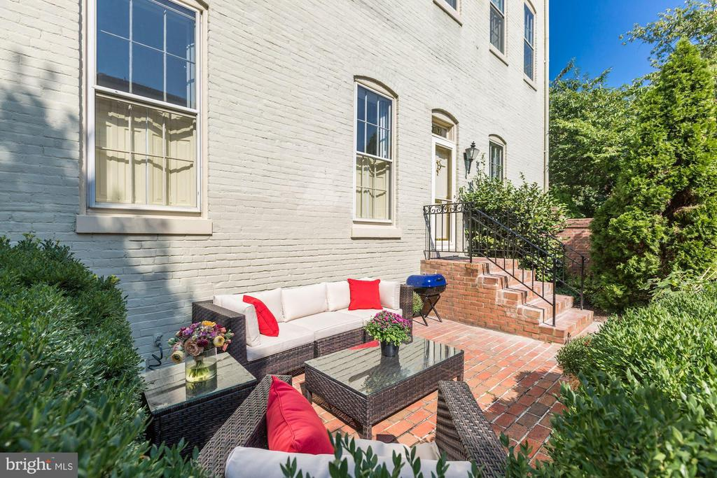 Enjoy outside entertaining in your private patio - 702 PRINCE ST, ALEXANDRIA