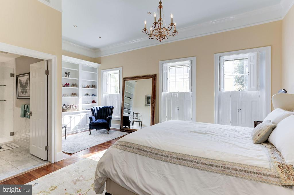 Master Bedroom with patio/garden views - 702 PRINCE ST, ALEXANDRIA