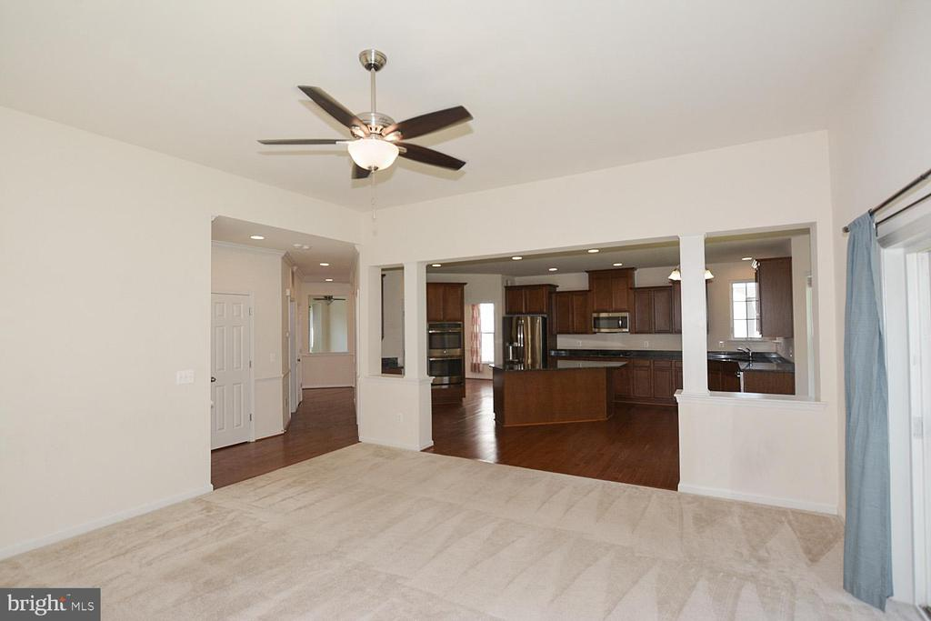 Family  room looking into the kitchen - 10306 SPRING IRIS DR, BRISTOW