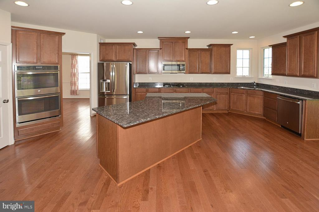 Kitchen with double ovens. - 10306 SPRING IRIS DR, BRISTOW