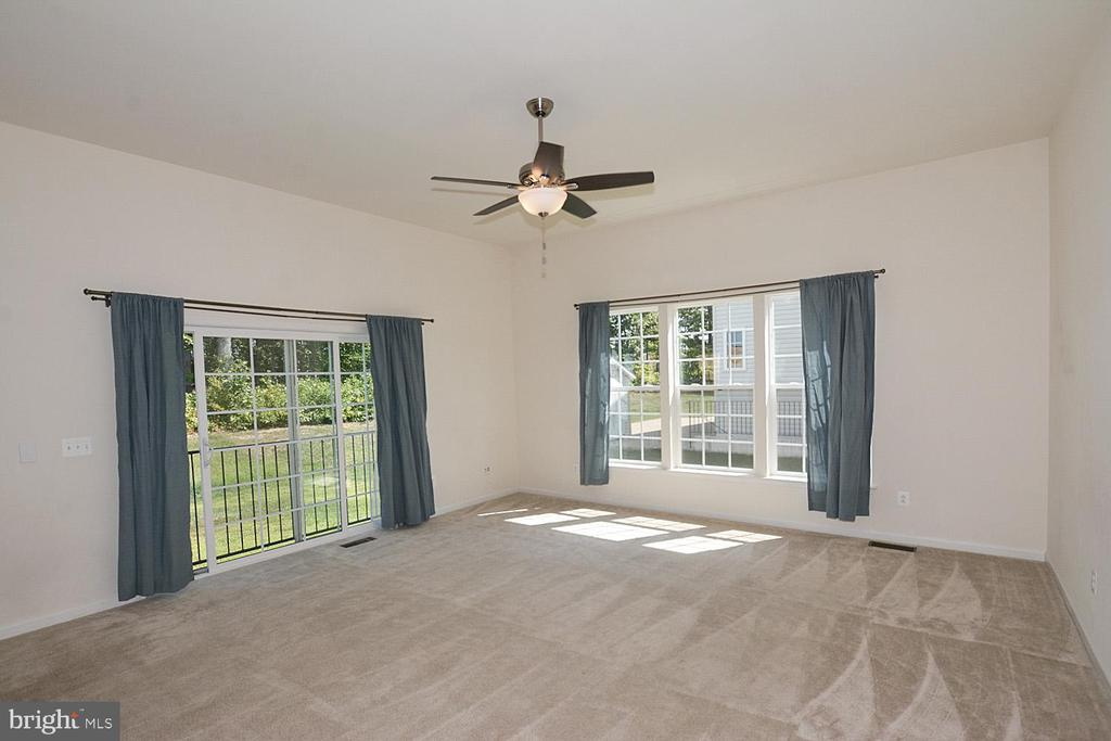 Family room with sliding glass door - 10306 SPRING IRIS DR, BRISTOW