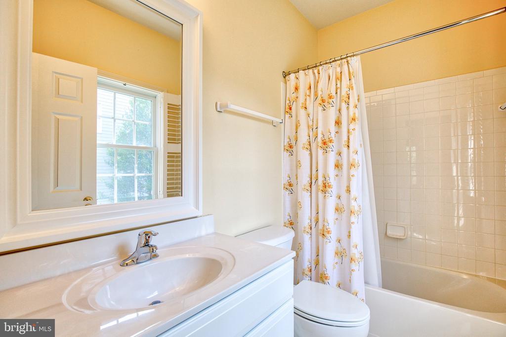 Ensuite Bath for Bedroom 1 - 40771 BLACK GOLD PL, LEESBURG