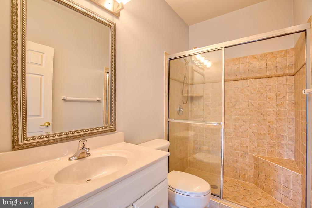 Ensuite Bath for Bedroom 2 - 40771 BLACK GOLD PL, LEESBURG