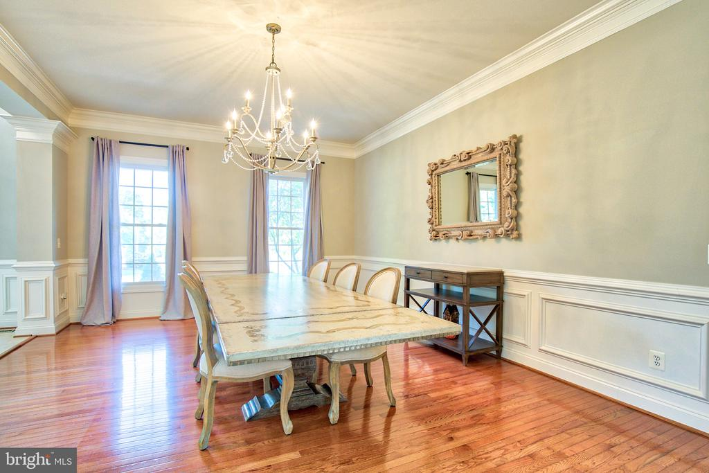 Dinning room with extensive moldings - 40771 BLACK GOLD PL, LEESBURG