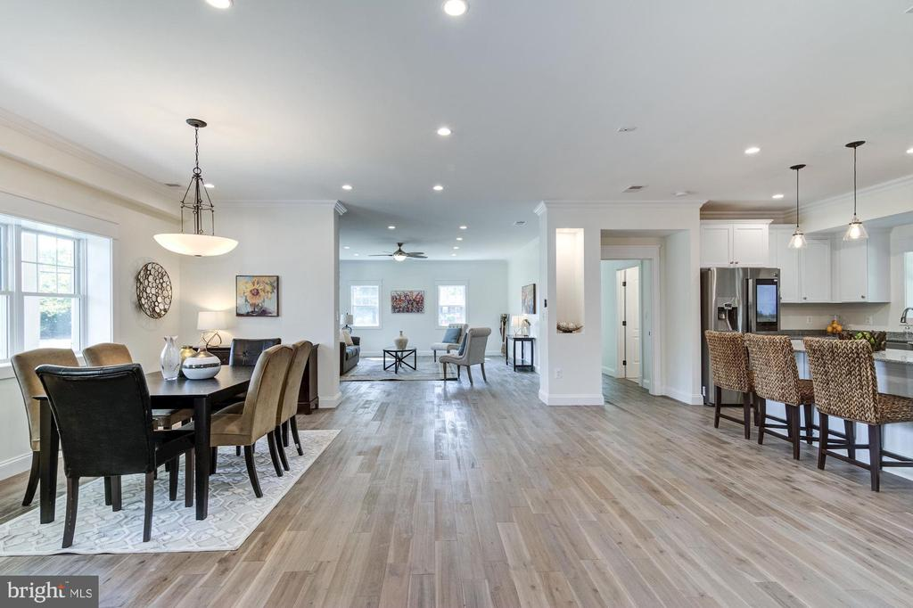 Spacious Open Concept, Lots of LED Recessed Lights - 5216 OLD MILL RD, ALEXANDRIA