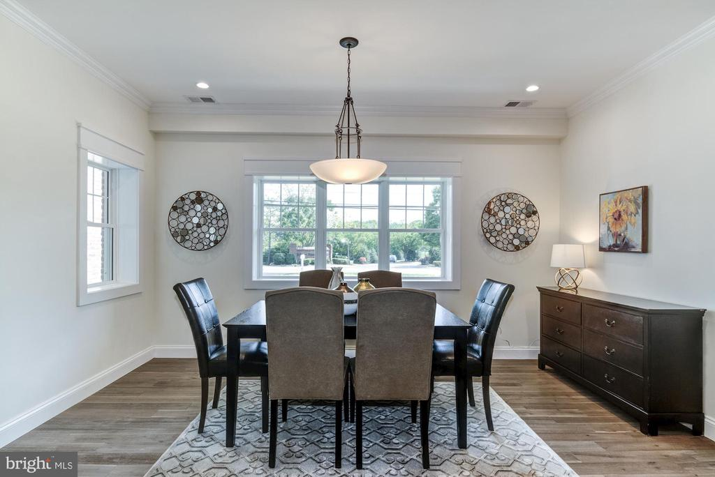 Dining Area.  Room for a LARGE Dining Table - 5216 OLD MILL RD, ALEXANDRIA