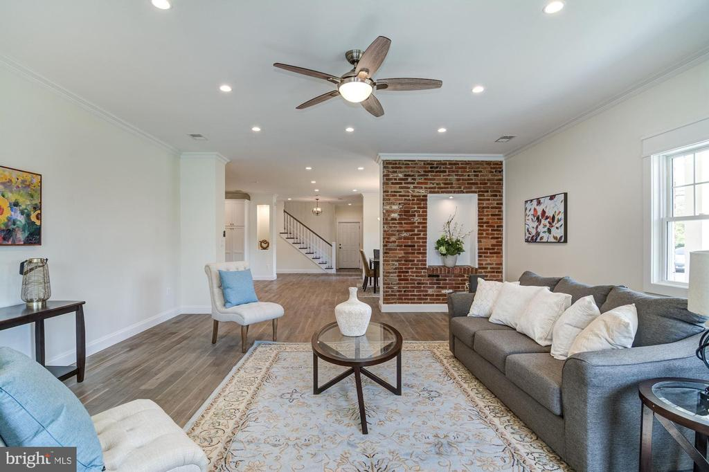 Exposed Brick with Art Niche - 5216 OLD MILL RD, ALEXANDRIA