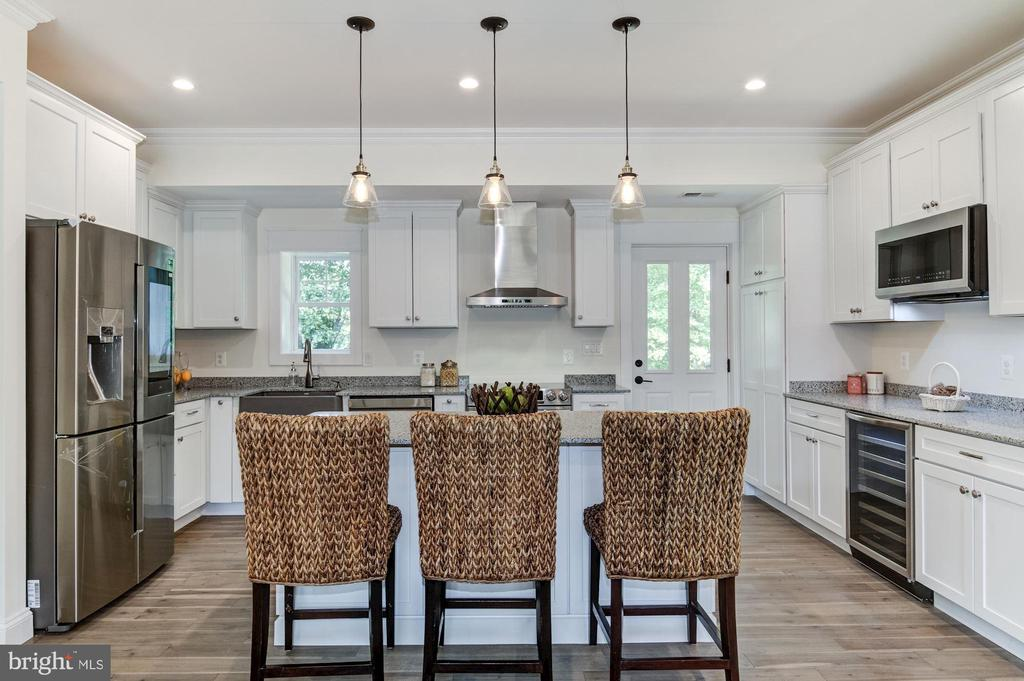 Large Open Concept Kitchen - 5216 OLD MILL RD, ALEXANDRIA