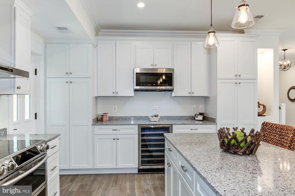 Quartz  Counters, Beverage Refrigerator - 5216 OLD MILL RD, ALEXANDRIA