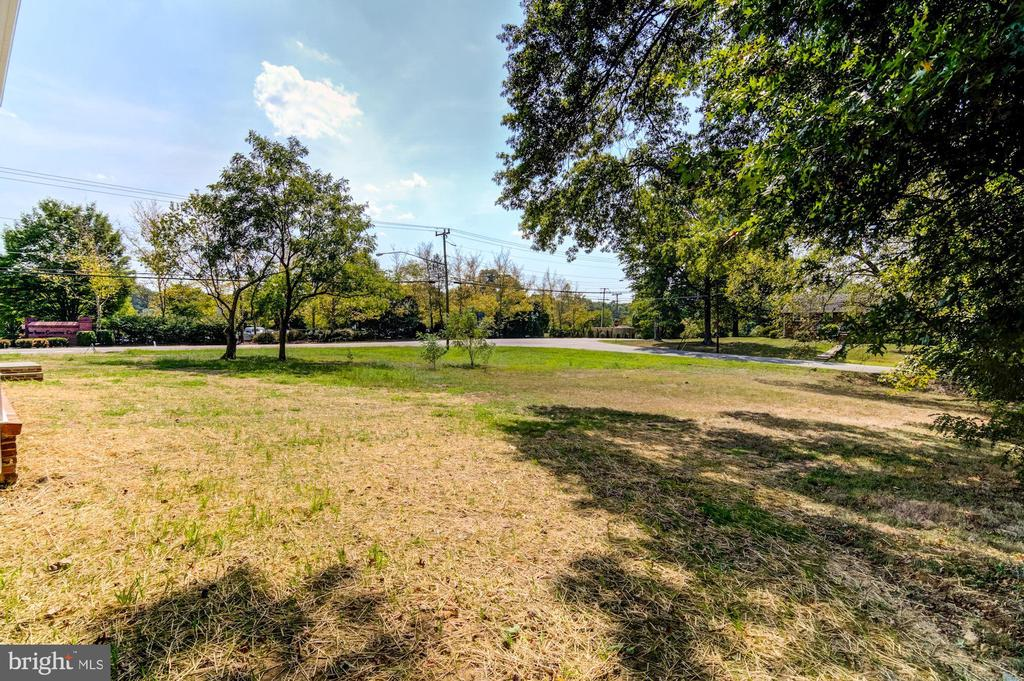 Over Half of an Acre with Room for a Pool - 5216 OLD MILL RD, ALEXANDRIA