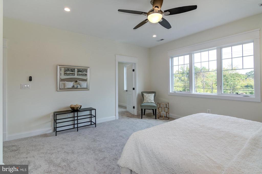 Remote Controlled Ceiling Fan, 9 Foot Ceilings - 5216 OLD MILL RD, ALEXANDRIA