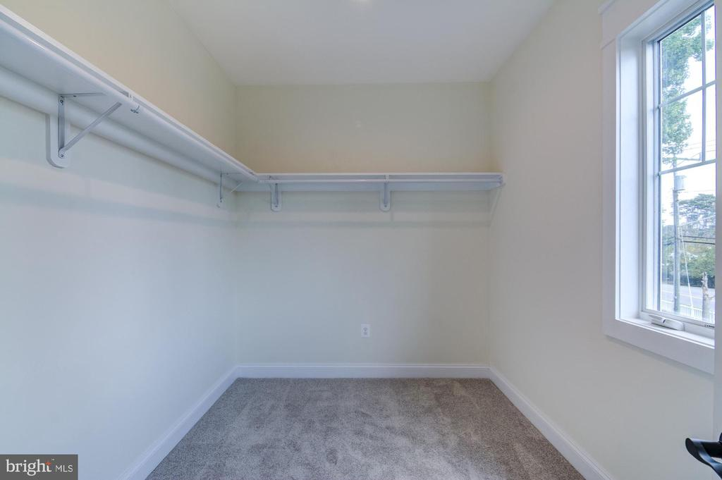 Large Walk-in Closet in the Owners Suite - 5216 OLD MILL RD, ALEXANDRIA