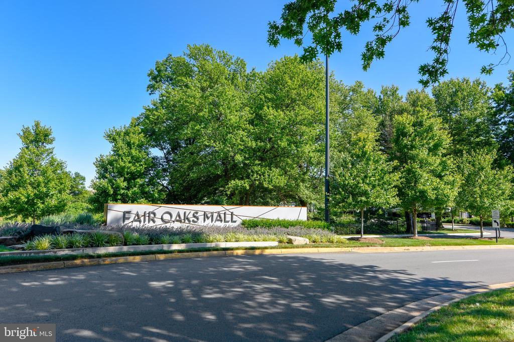 Close to shopping - 12303 BLAIR RIDGE RD, FAIRFAX