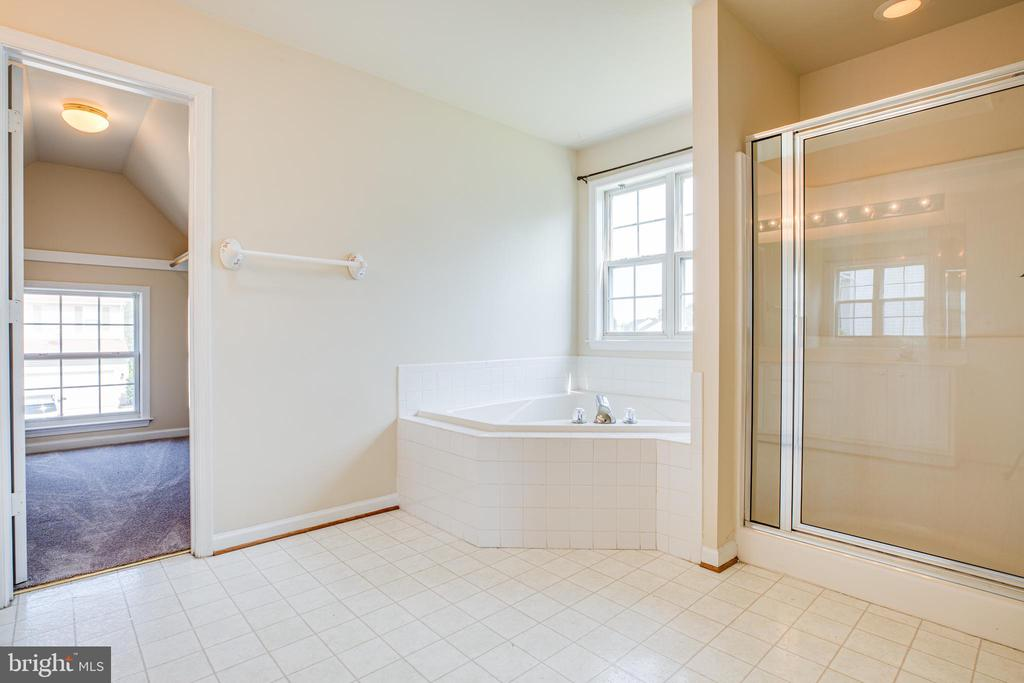 Master Bath features corner tub and shower - 92 BRUSH EVERARD CT, STAFFORD