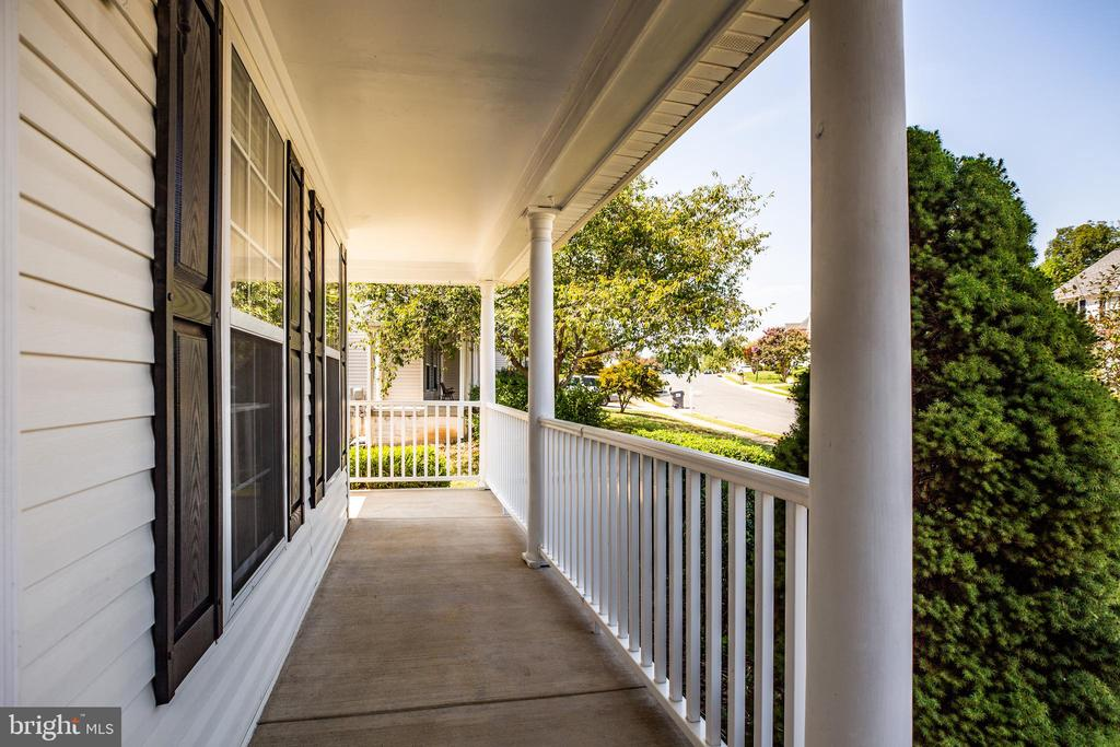Wrap around porch for morning coffee - 92 BRUSH EVERARD CT, STAFFORD