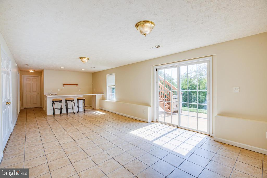 Sunny exit to back patio and yard - 92 BRUSH EVERARD CT, STAFFORD