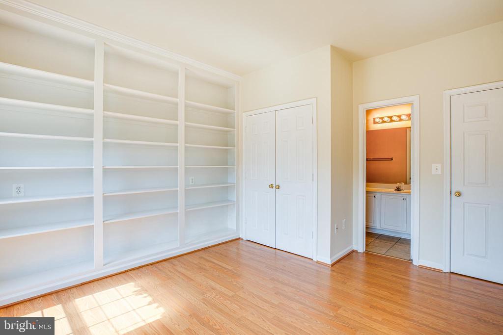 1st Floor Bedroom features  adjacent full bath - 92 BRUSH EVERARD CT, STAFFORD
