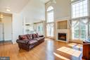Sunny family room with soaring ceilings - 92 BRUSH EVERARD CT, STAFFORD