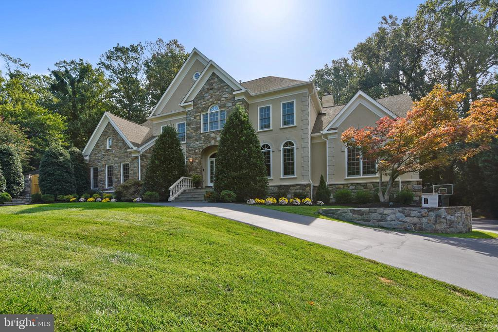 Grand entry with circular drive - 12303 BLAIR RIDGE RD, FAIRFAX