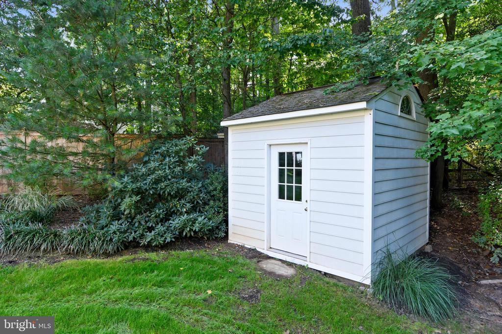 Storage tucked away - 12303 BLAIR RIDGE RD, FAIRFAX