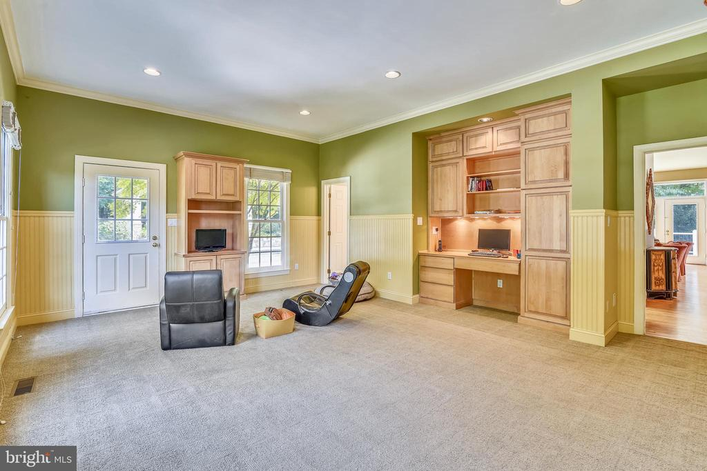 Room for play or in-laws - 12303 BLAIR RIDGE RD, FAIRFAX