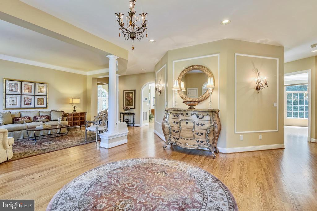 Light and spacious - 12303 BLAIR RIDGE RD, FAIRFAX