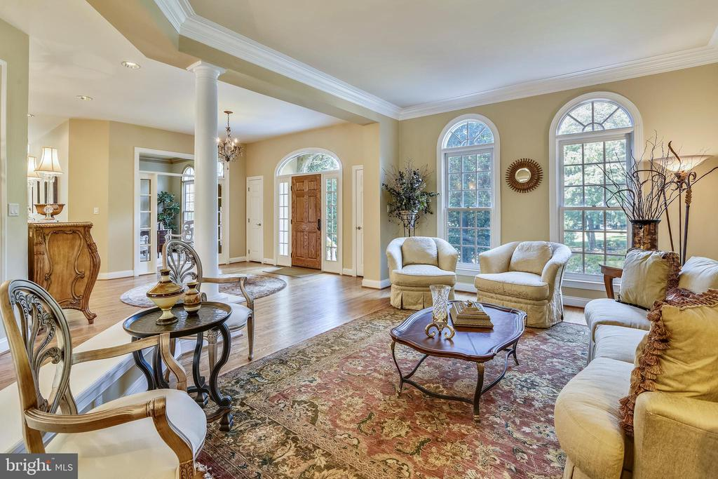 Grand foyer - 12303 BLAIR RIDGE RD, FAIRFAX