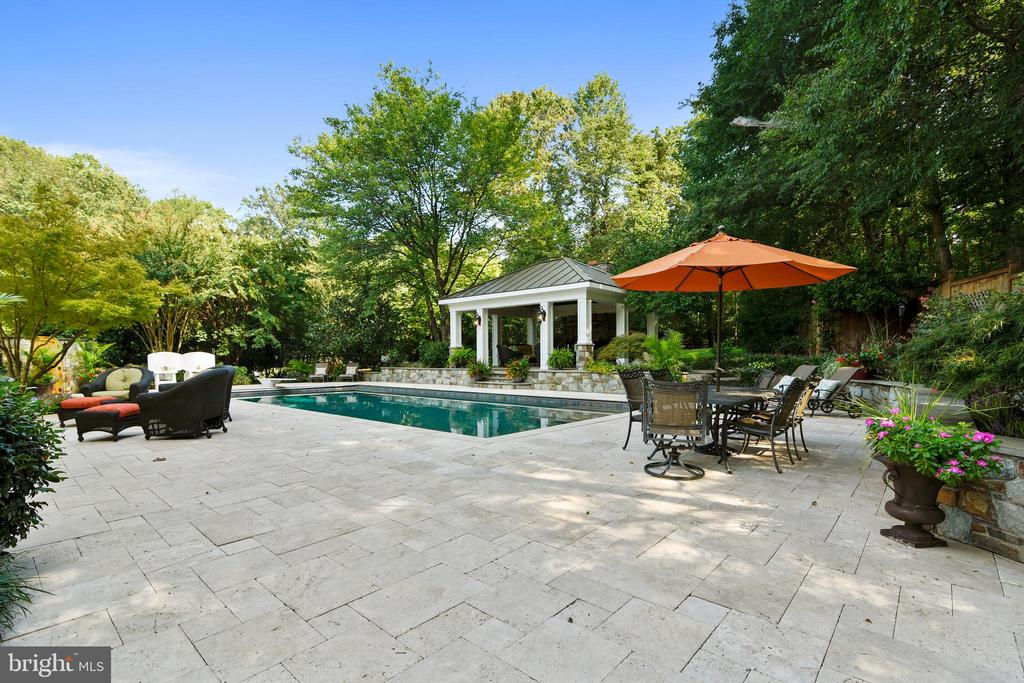 Extensive hardscaping and landscaping - 12303 BLAIR RIDGE RD, FAIRFAX