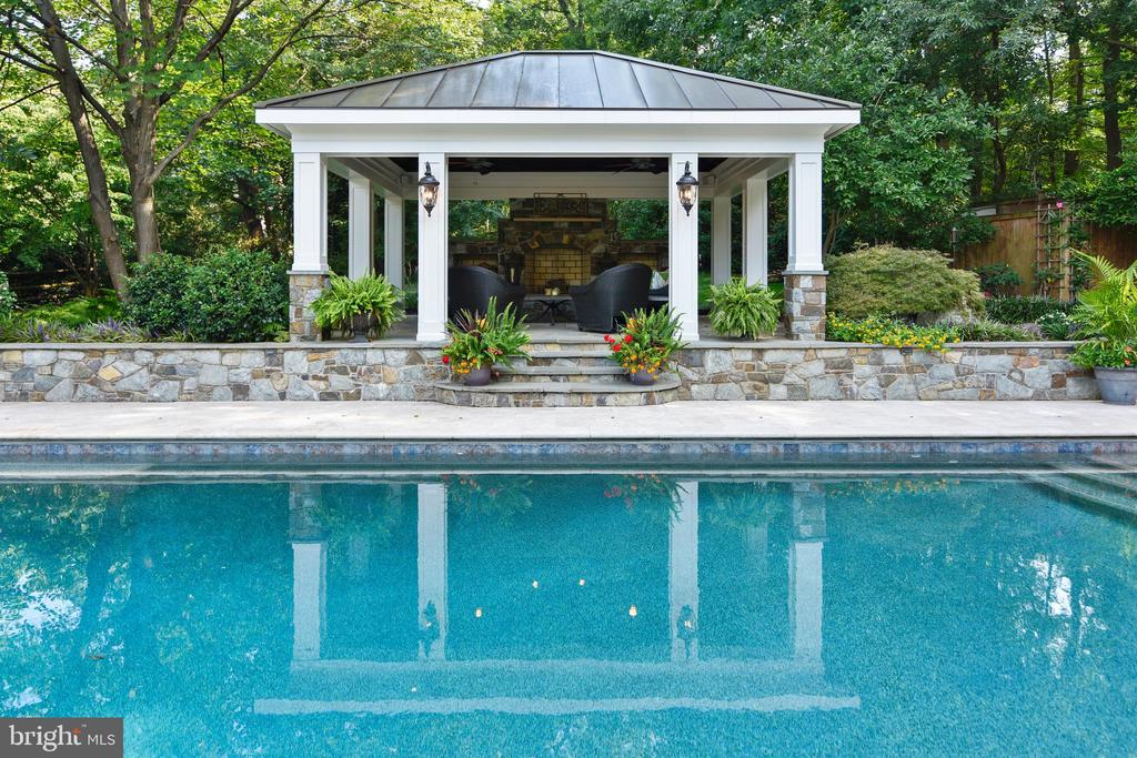 Custom built with pavilion and pool - 12303 BLAIR RIDGE RD, FAIRFAX