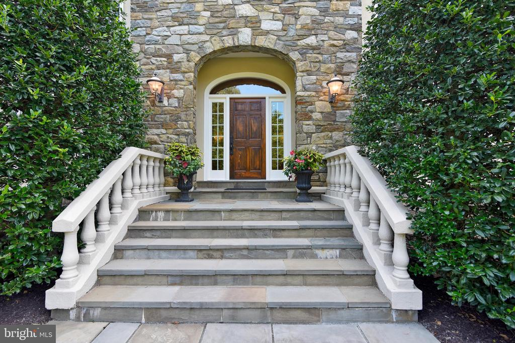 Stone entry welcomes all - 12303 BLAIR RIDGE RD, FAIRFAX