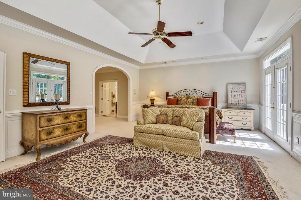 Tray ceiling - 12303 BLAIR RIDGE RD, FAIRFAX