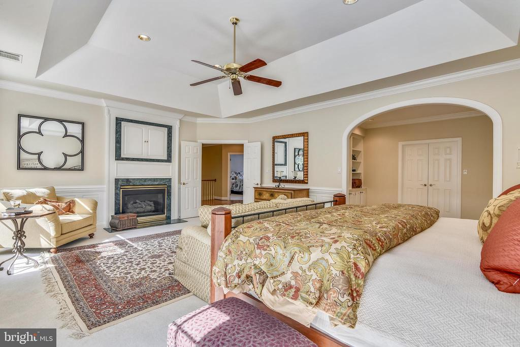 Cozy by the fire and watch a film - 12303 BLAIR RIDGE RD, FAIRFAX